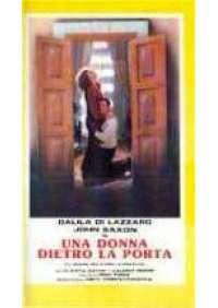 Una Donna dietro la porta